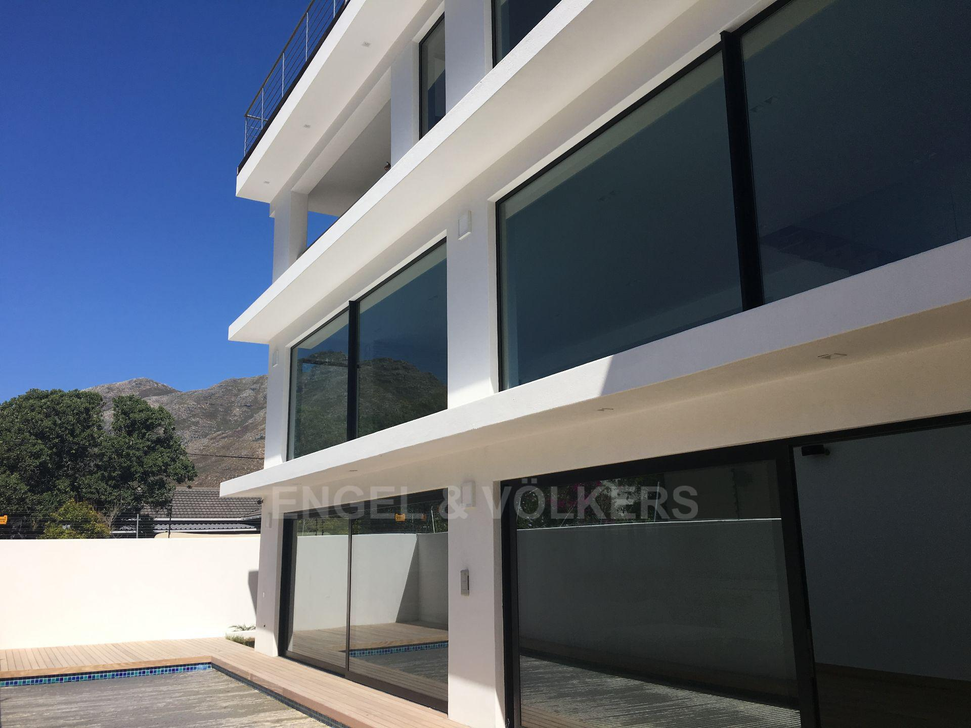 Property and Houses to rent in Hout Bay (All), House, 5 Bedrooms - ZAR , 70,00*,M