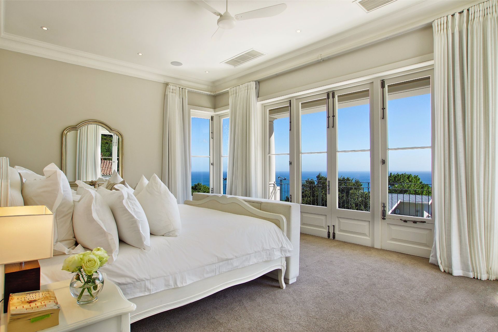Camps Bay property to rent. Ref No: 13490082. Picture no 11