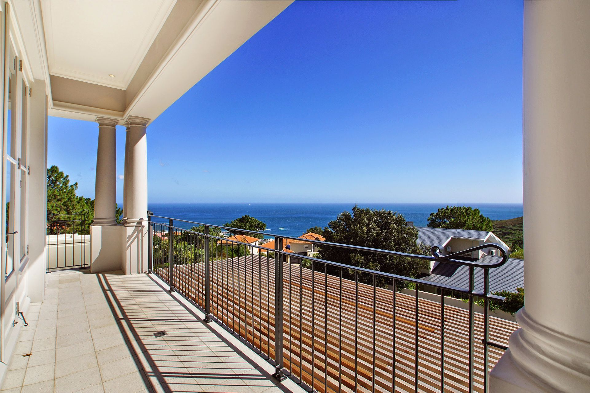 Camps Bay property to rent. Ref No: 13490082. Picture no 15