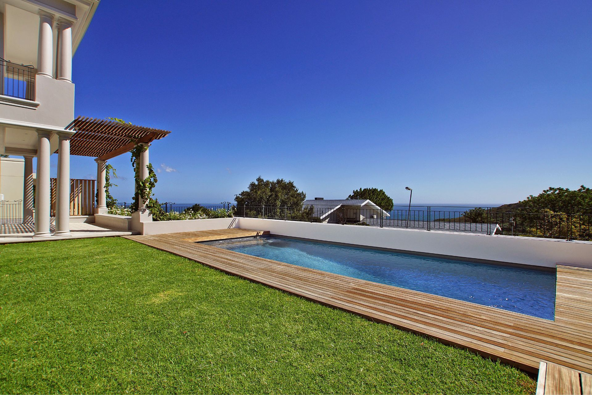 Camps Bay property to rent. Ref No: 13490082. Picture no 2