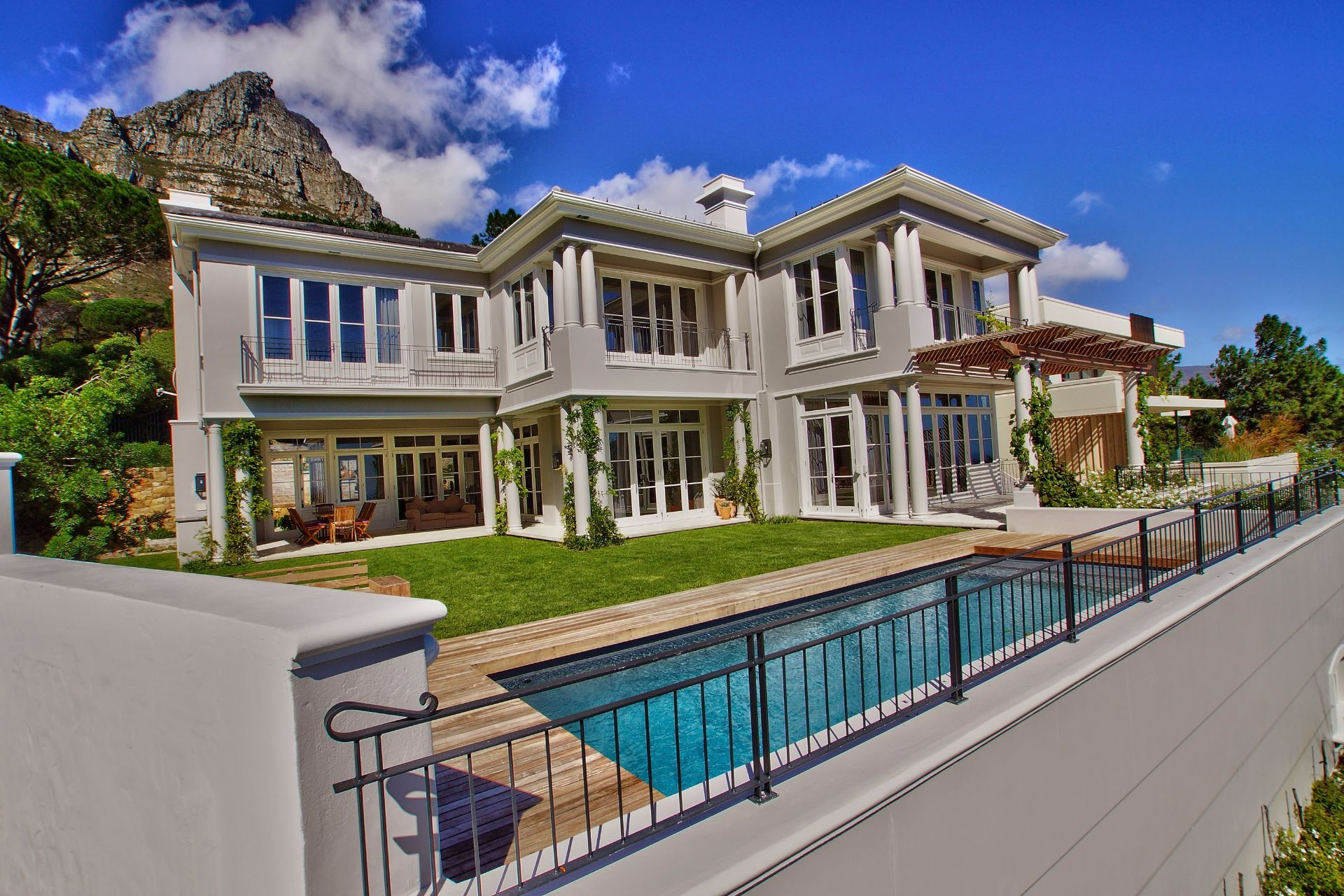 Camps Bay property to rent. Ref No: 13490082. Picture no 1