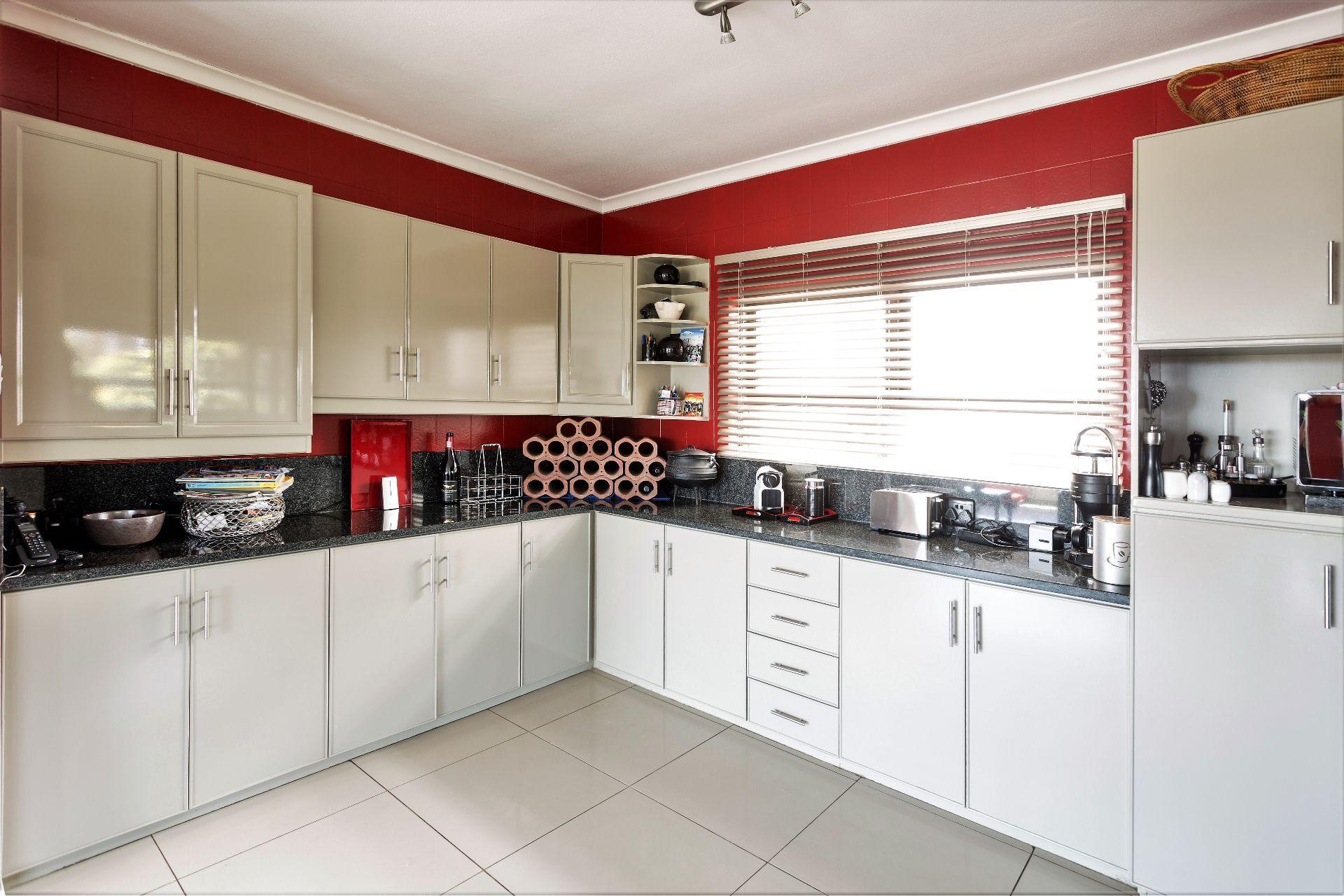 Wavecrest property for sale. Ref No: 13536947. Picture no 16
