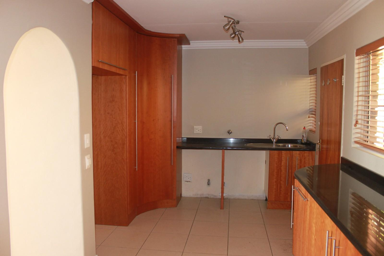 Constantiakloof property for sale. Ref No: 13346839. Picture no 3