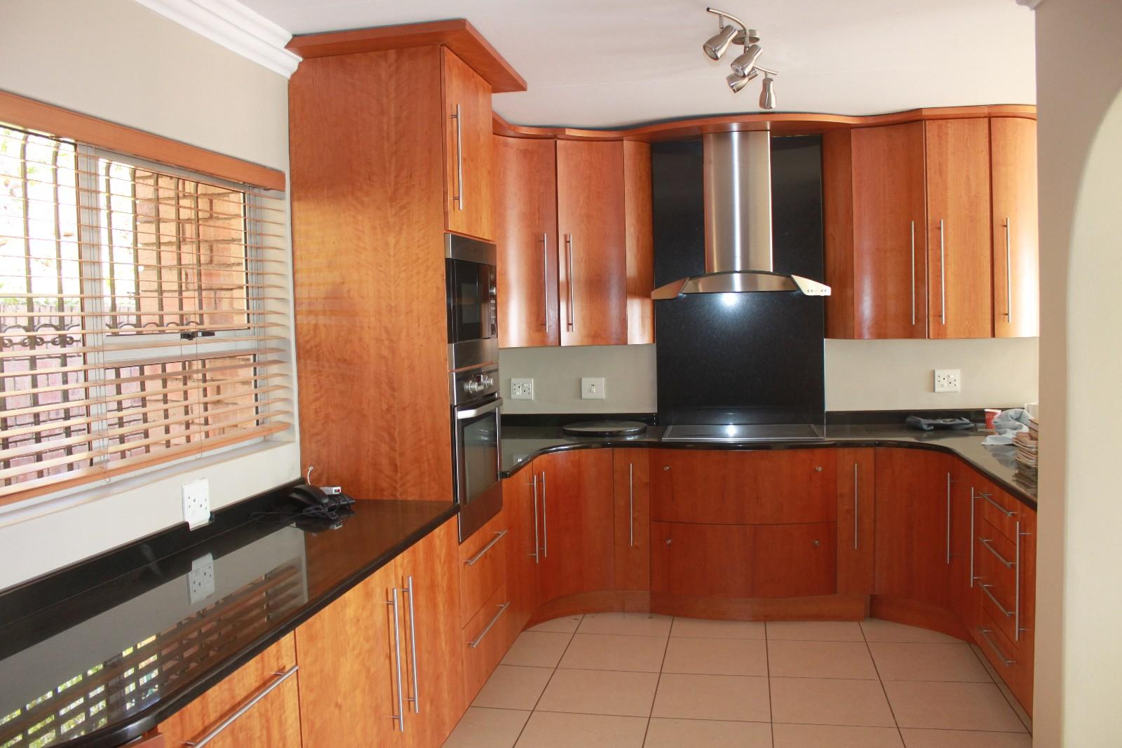 Constantiakloof property for sale. Ref No: 13346839. Picture no 2