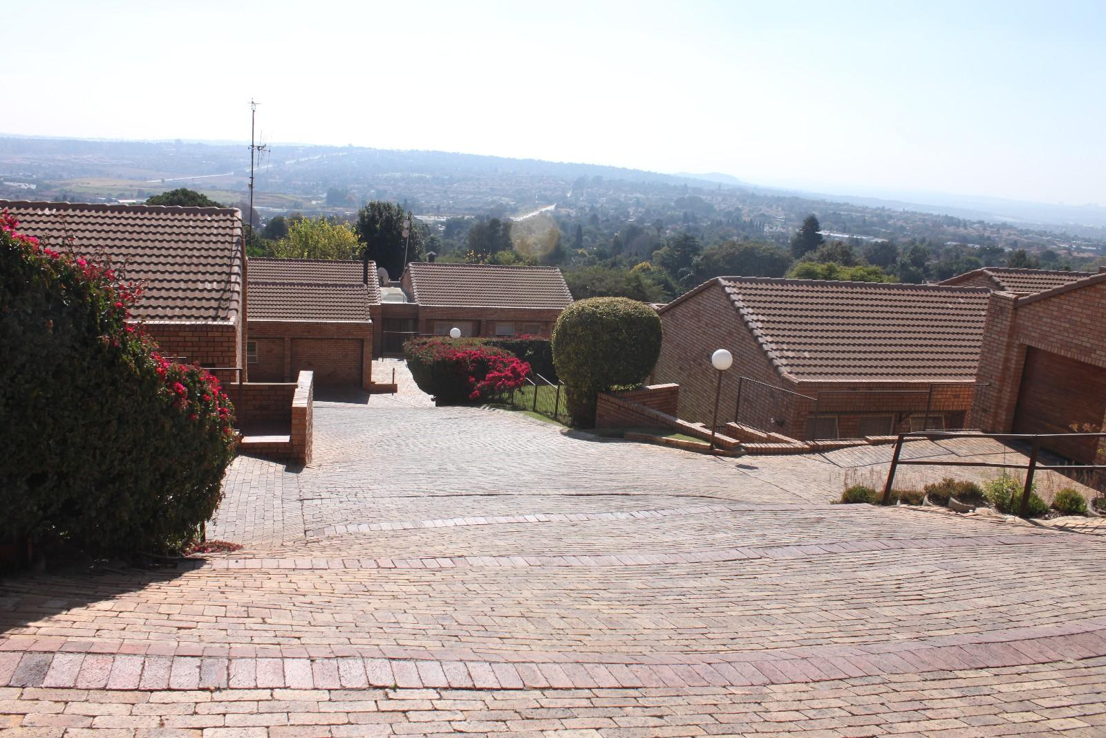 Constantiakloof property for sale. Ref No: 13346839. Picture no 22