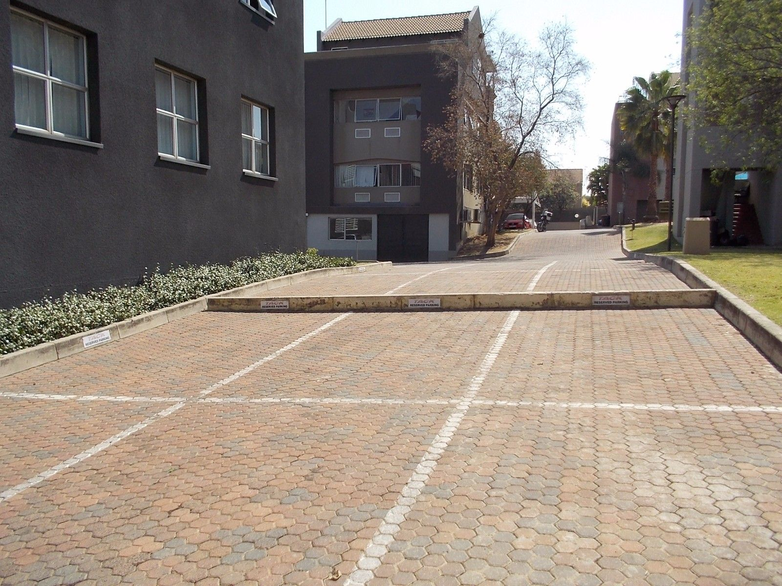 Sunninghill property for sale. Ref No: 13375194. Picture no 11