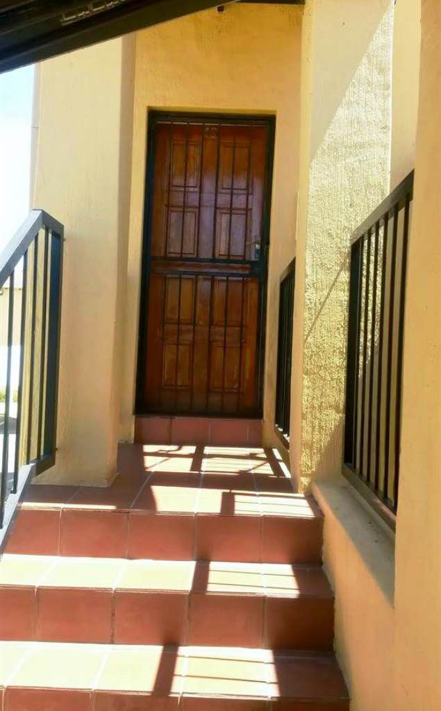 Sundowner And Ext property for sale. Ref No: 13505036. Picture no 13