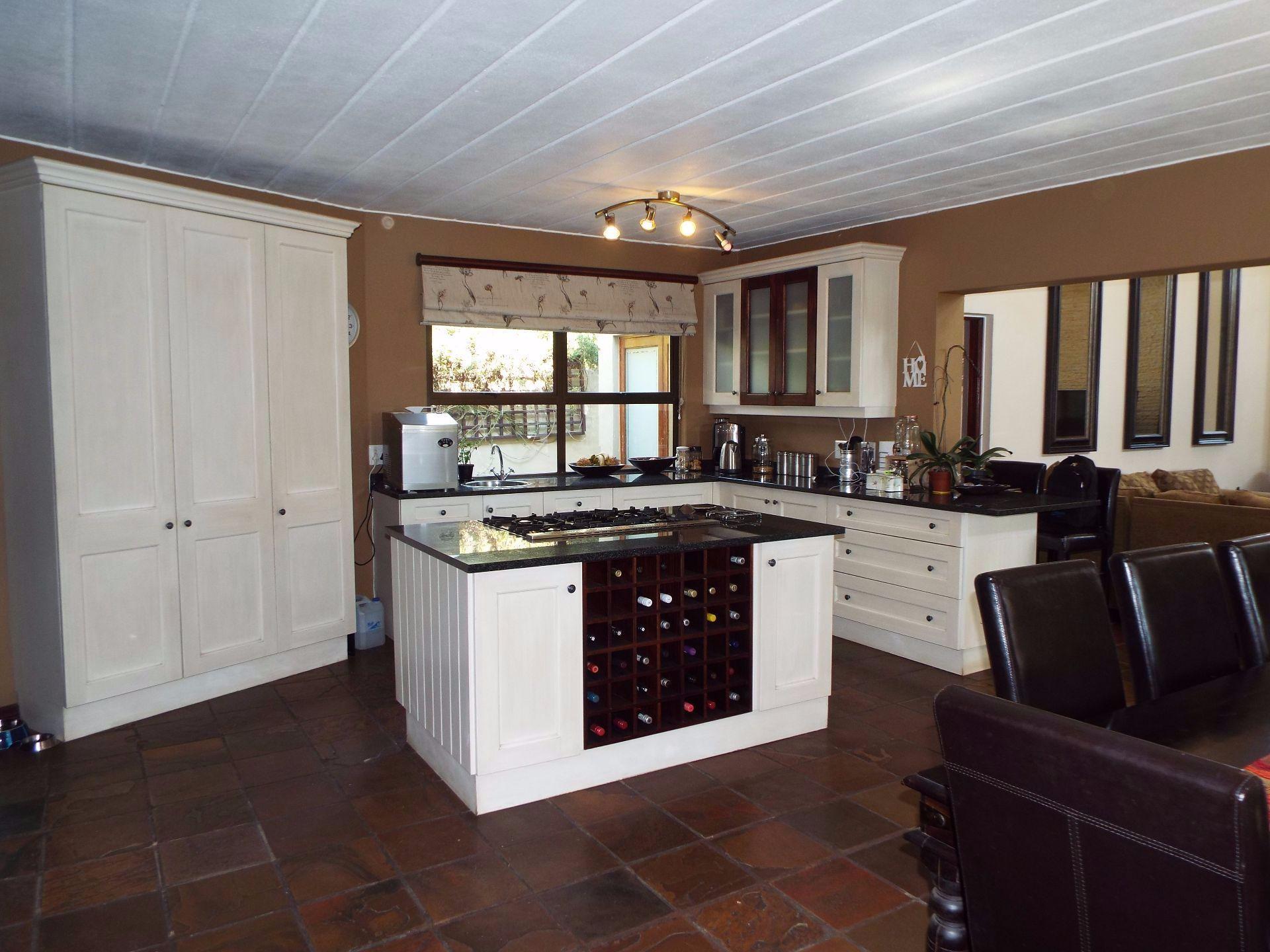 Douglasdale property to rent. Ref No: 13509526. Picture no 3