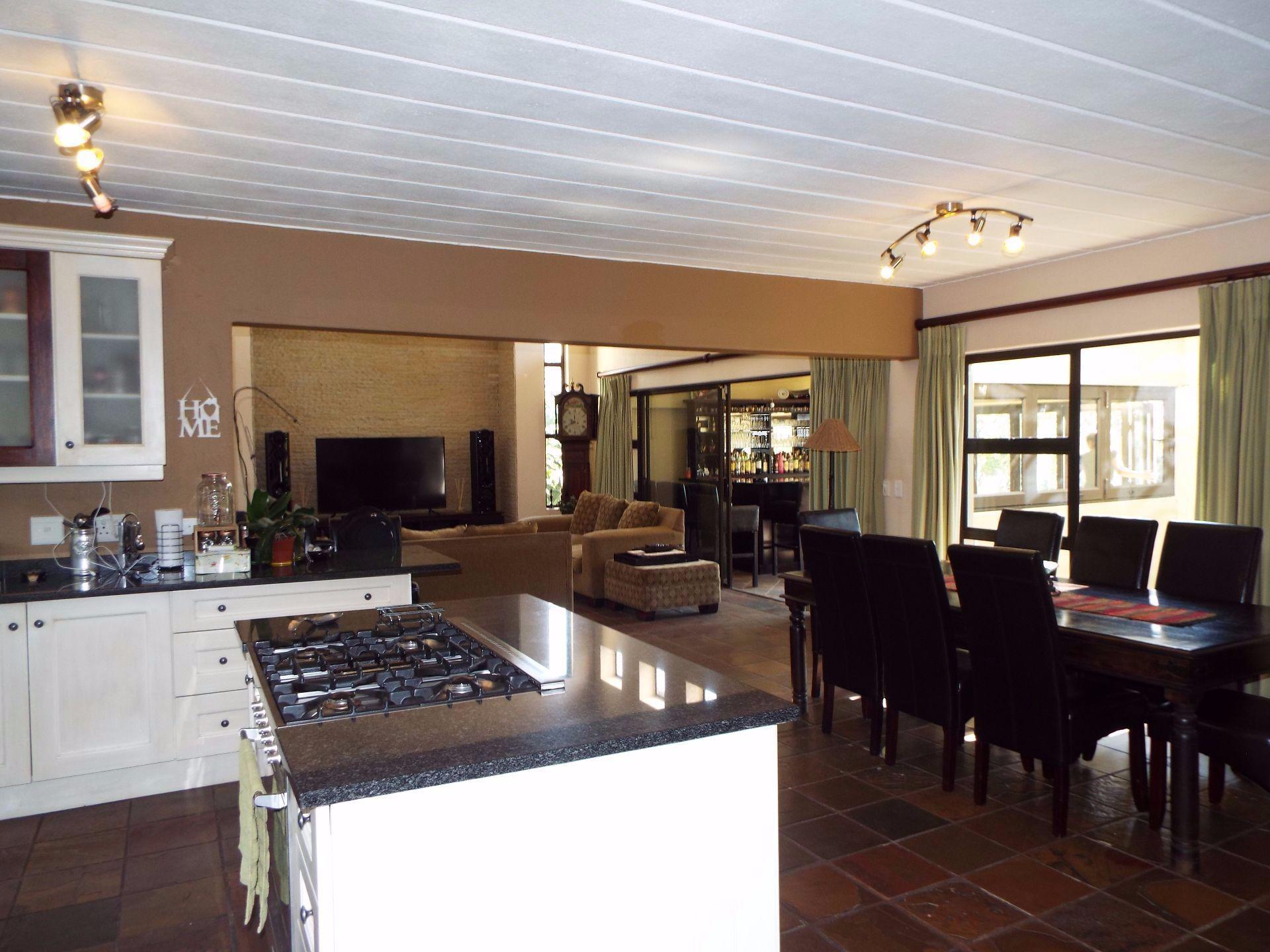 Douglasdale property to rent. Ref No: 13509526. Picture no 5