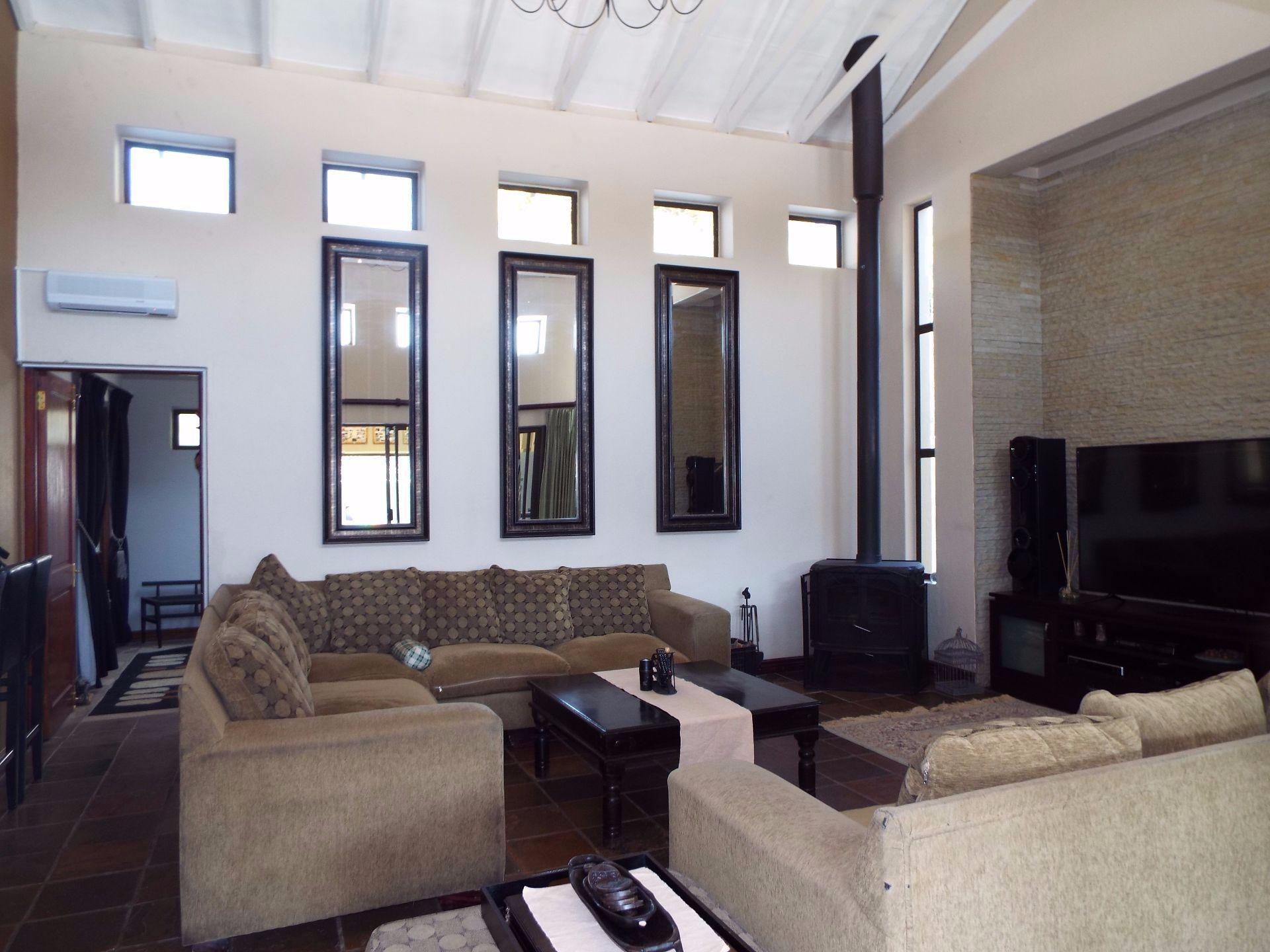 Douglasdale property to rent. Ref No: 13509526. Picture no 13