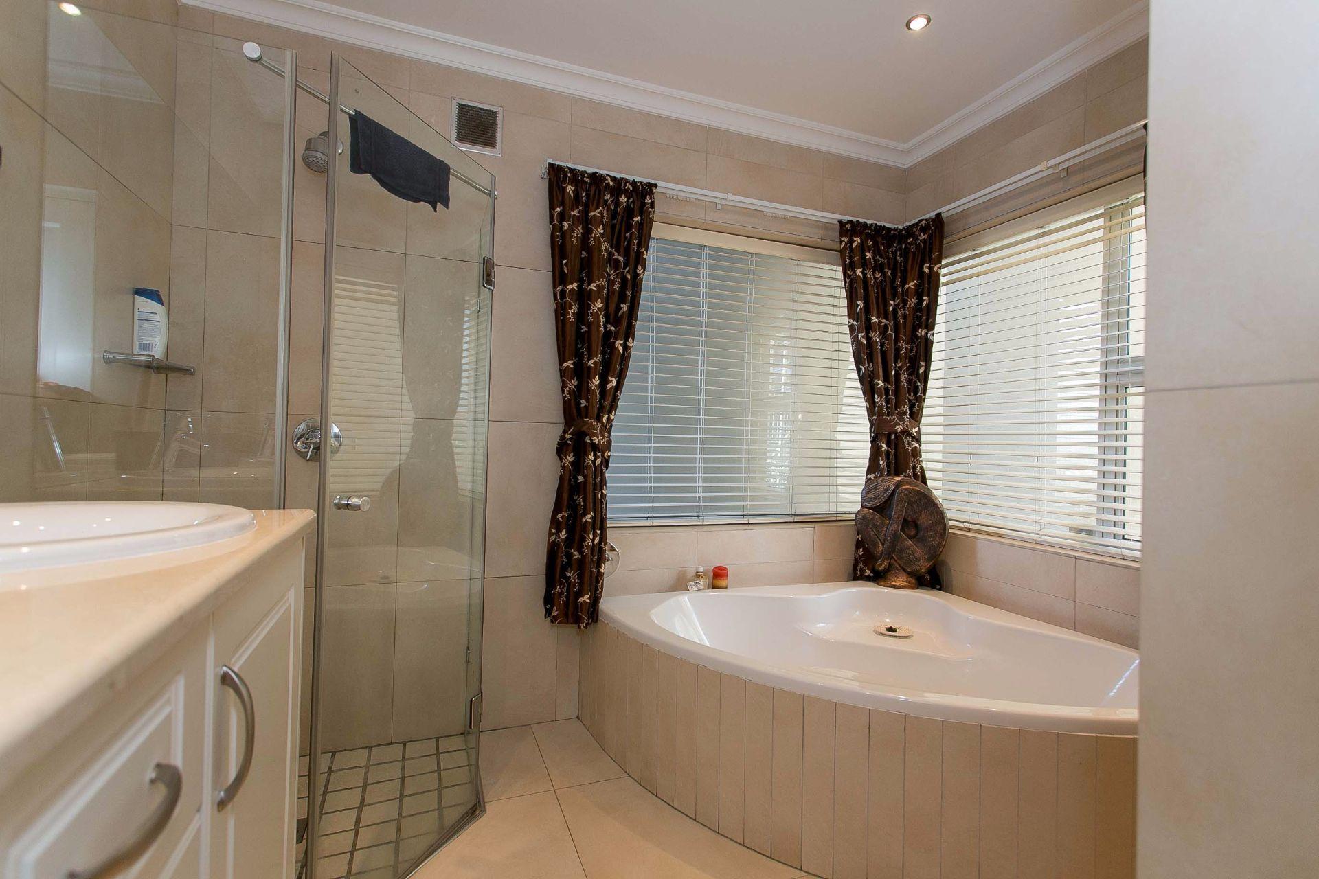 La Sandra property for sale. Ref No: 13533106. Picture no 12
