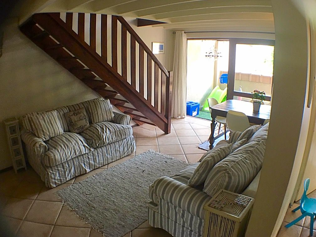 lounge with stairs.JPG