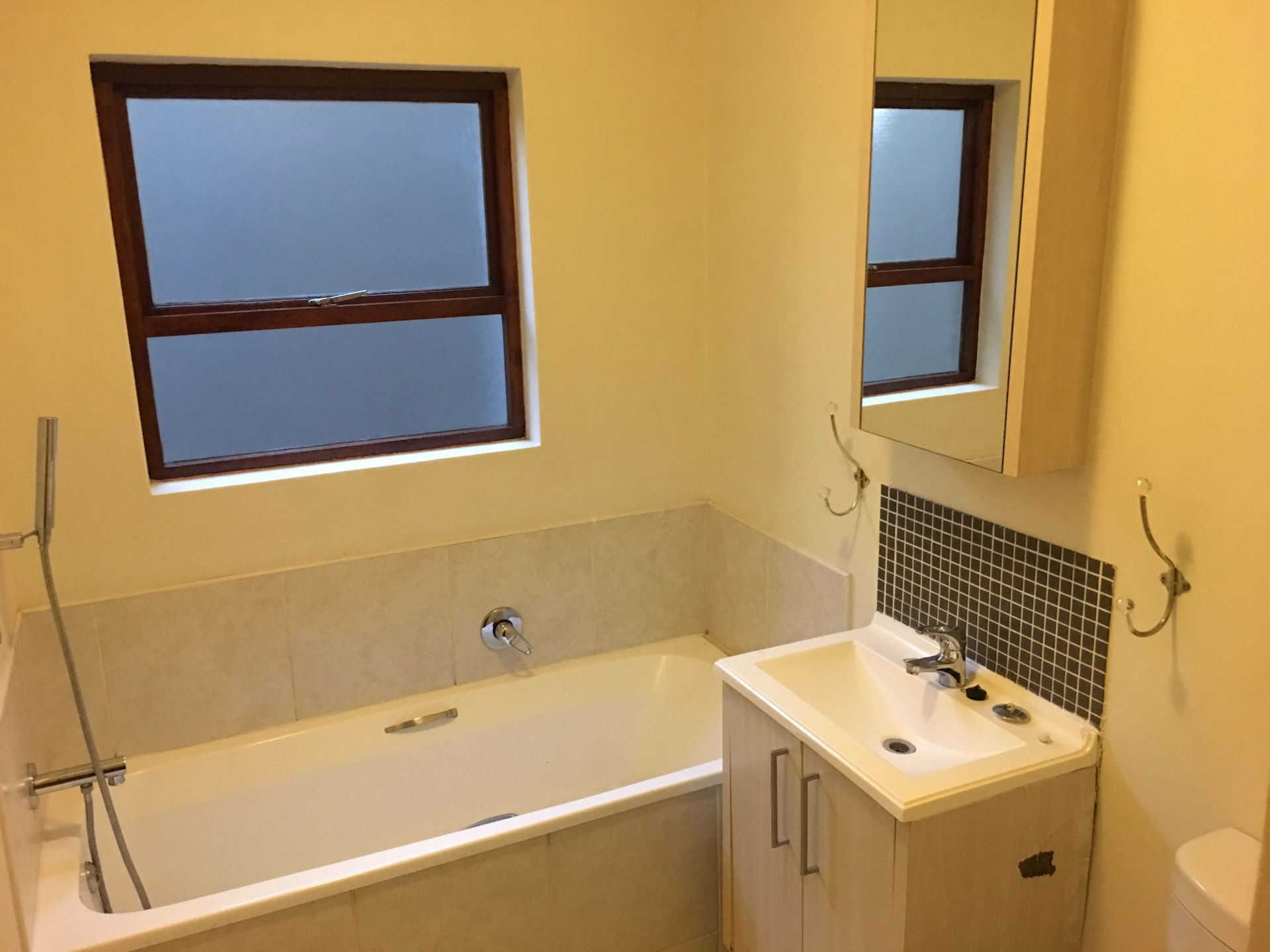 Bathroom 1-1.JPG