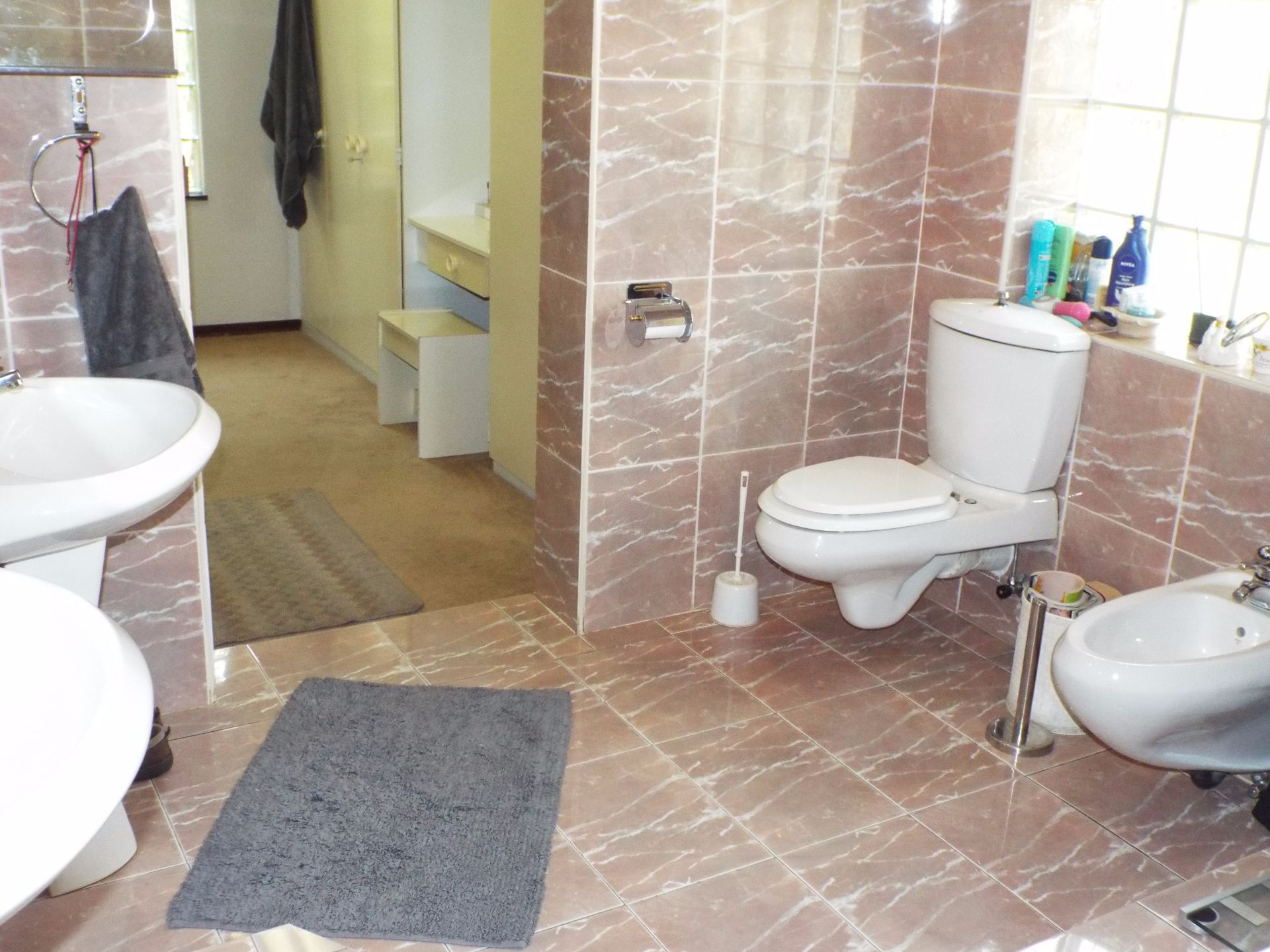 Moret property for sale. Ref No: 13555493. Picture no 28