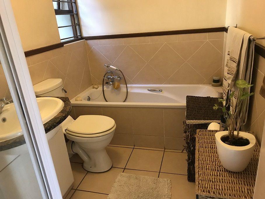 010 Bathroom.JPG