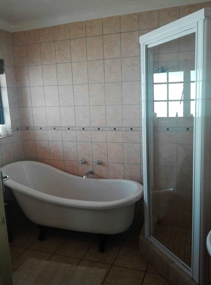 36 Pitzer Rd, Glen Austin, Midrand - Bathroom.jpg