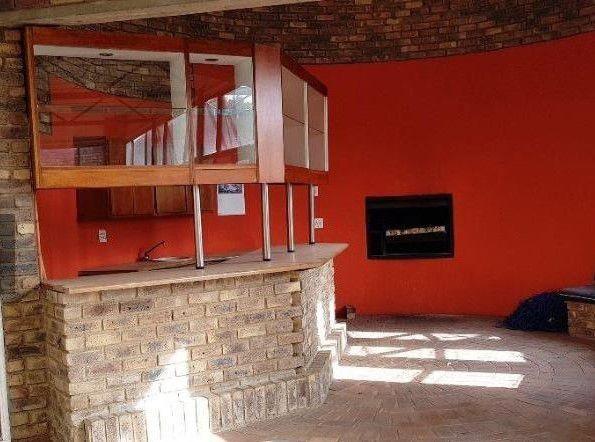 bar area with 3-door undercounter fridge.JPG