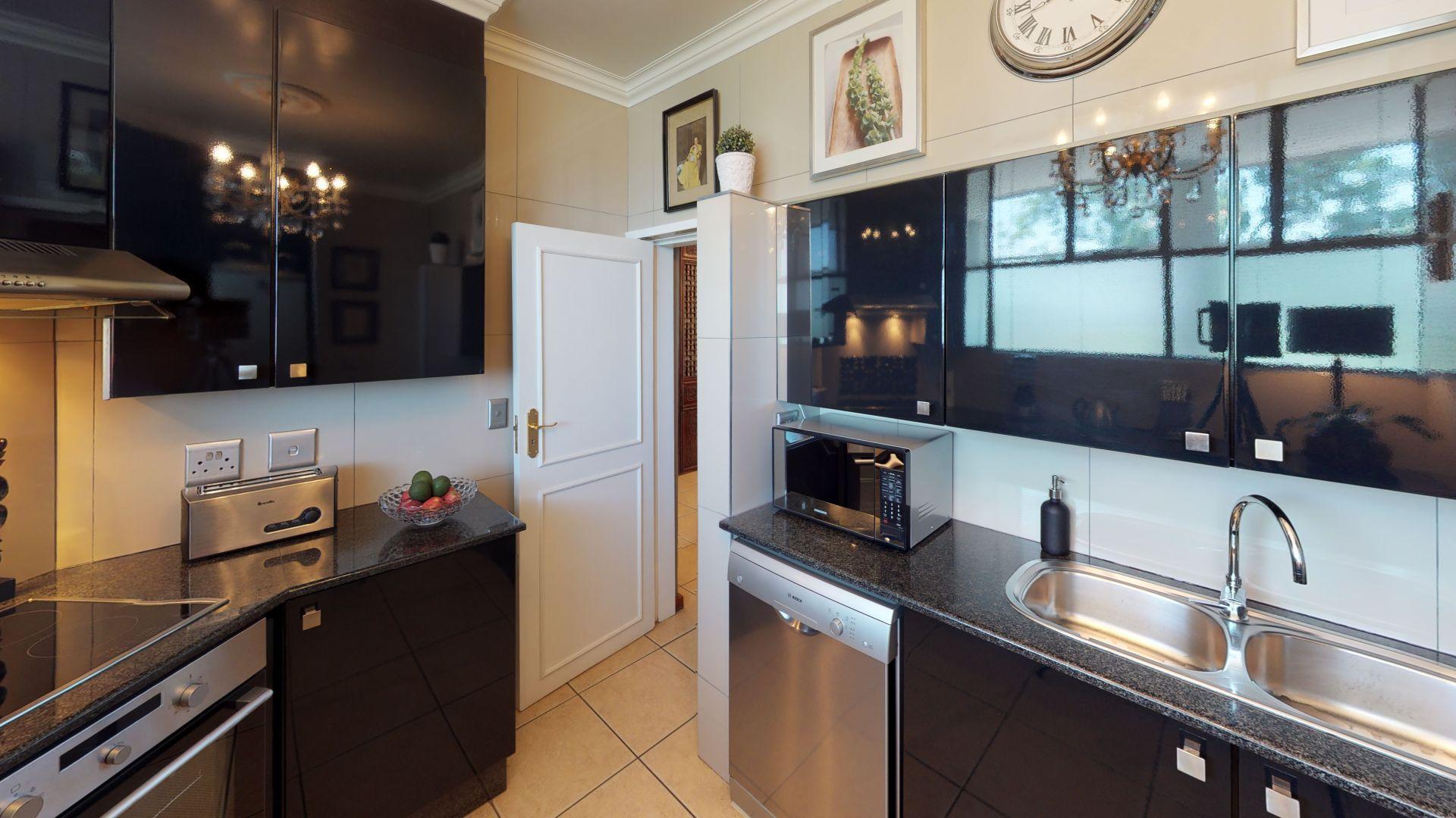 6-Lymington-Mews-Kitchen.jpg