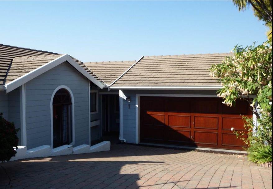 garage and entrance.JPG