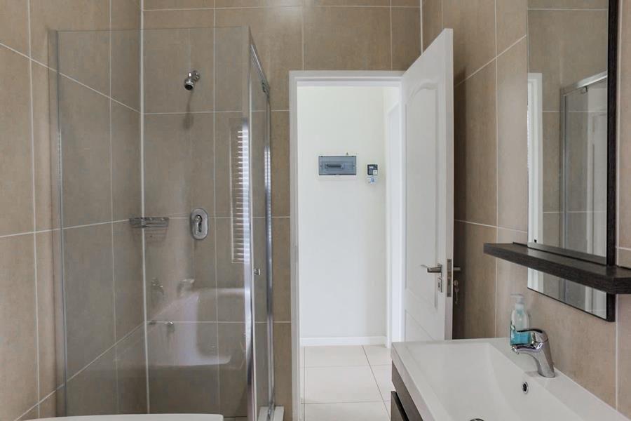 Beverley 2nd full bathroom.jpg