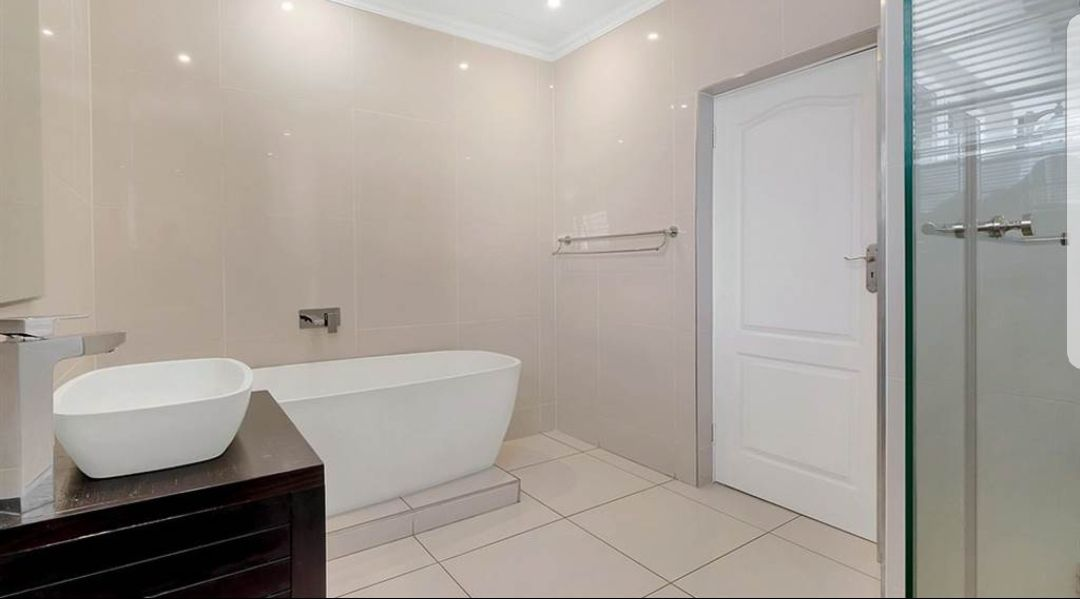 Witkoppen 2nd bathroom.jpg