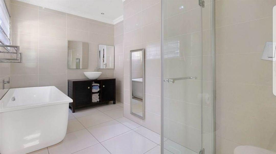 Witkoppen bathroom ...jpg