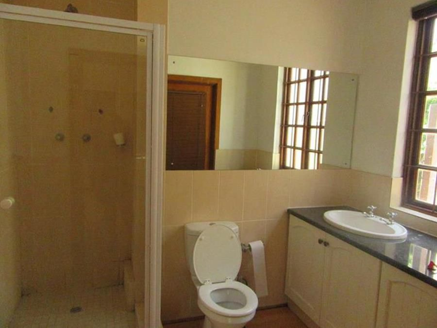 Bathroom cottage Lonehill (Copy) (Copy) (Copy).JPG