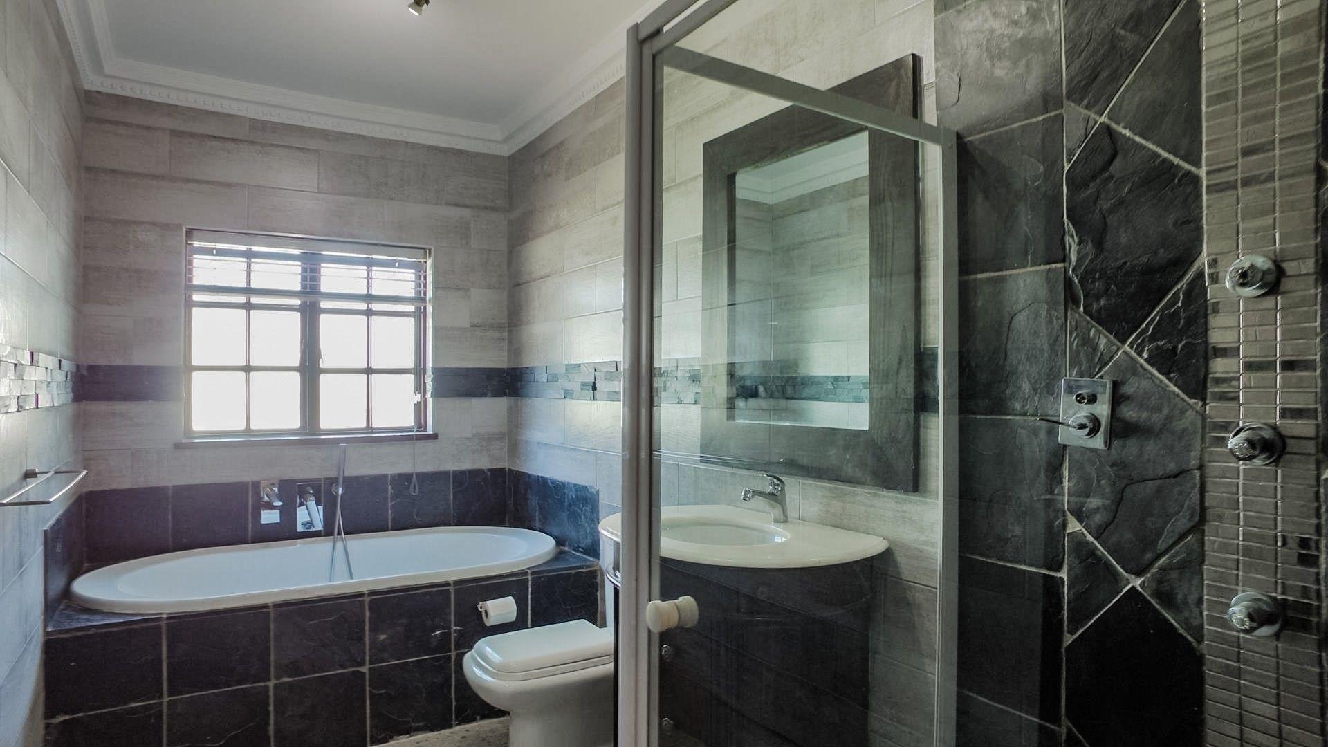 Lonehill 2nd bathroomm.jpg
