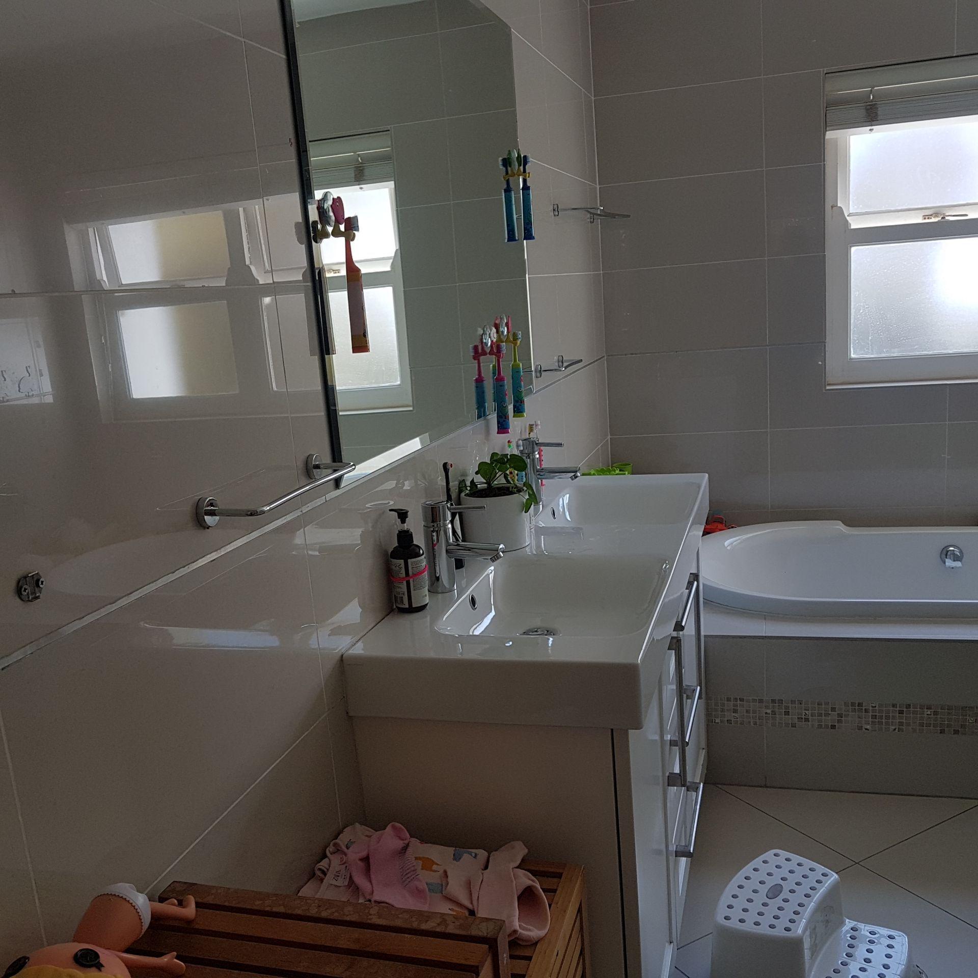 16  Bath 2 1.jpg