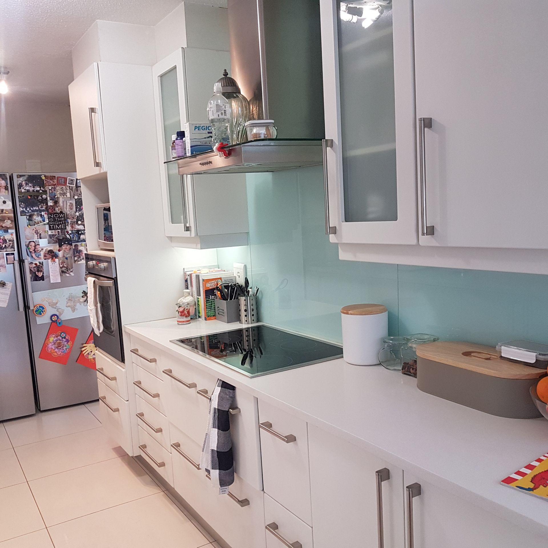27  Kitchen 2.jpg