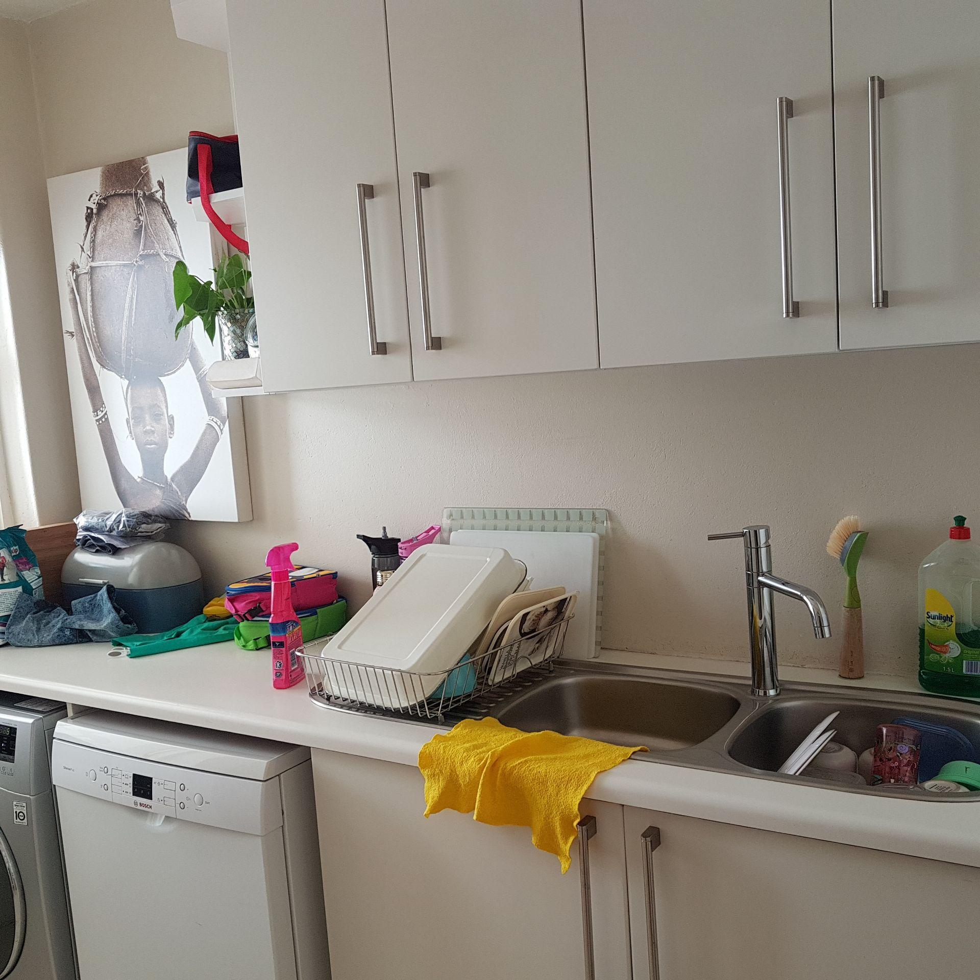 28  Kitchen 3.jpg
