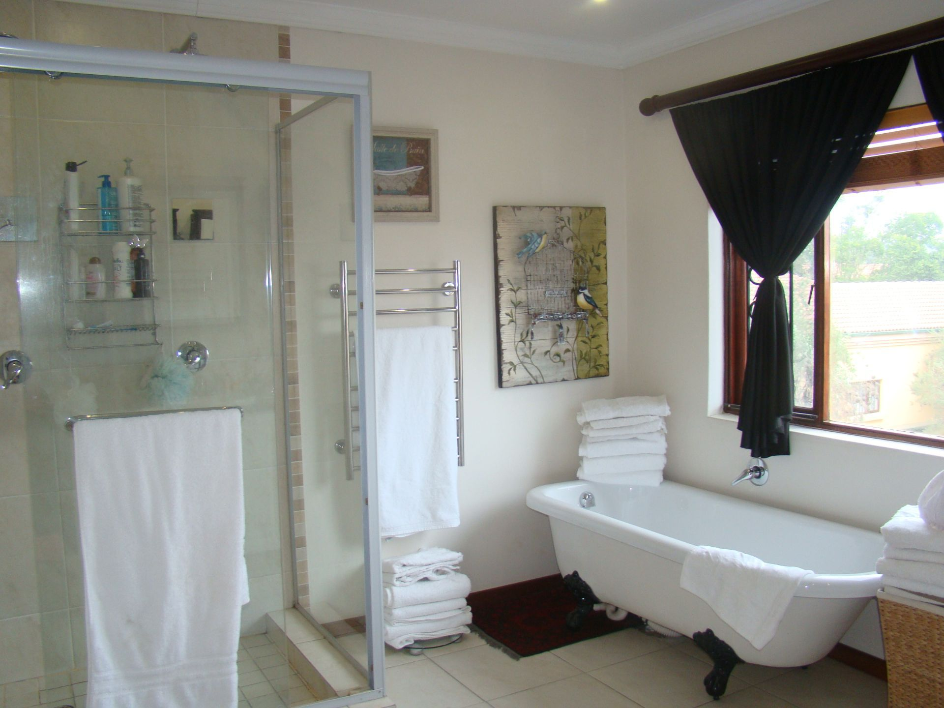 Craigavon main bathroom.JPG