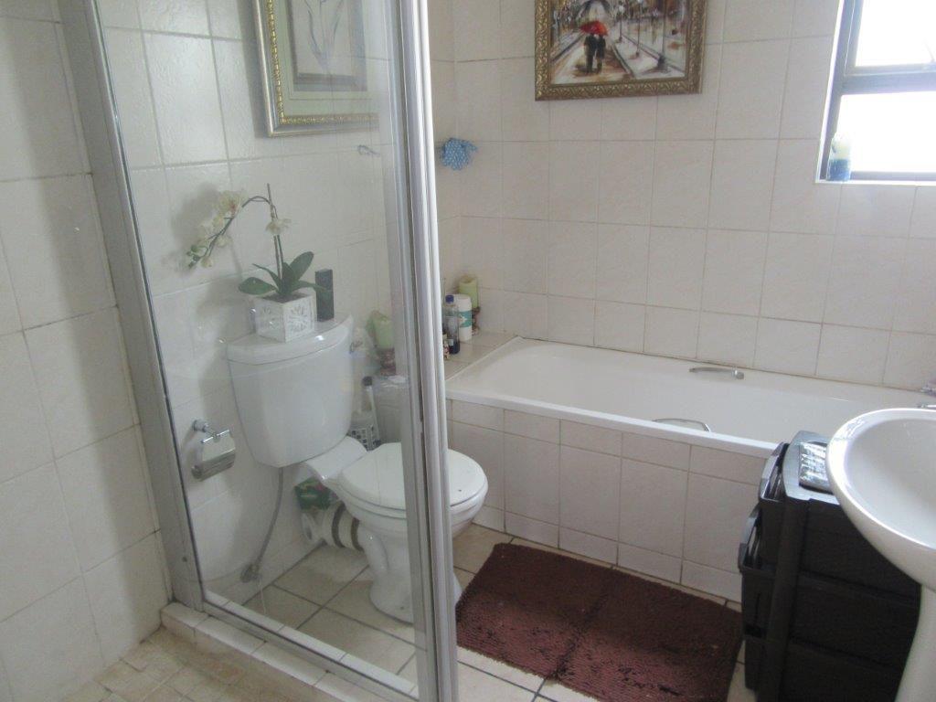 Lonehill full bathroom.jpg