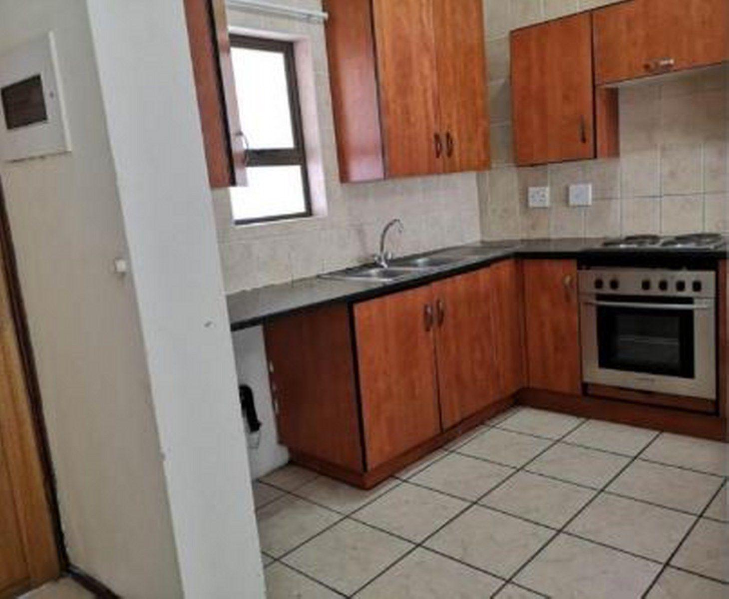Kitchen 2_1460x1200.JPG
