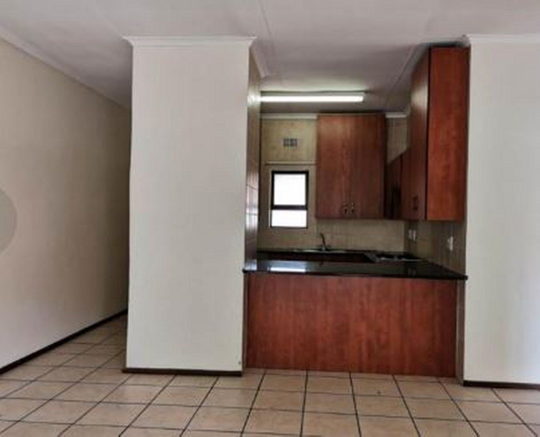 Kitchen 3_1483x1200.JPG