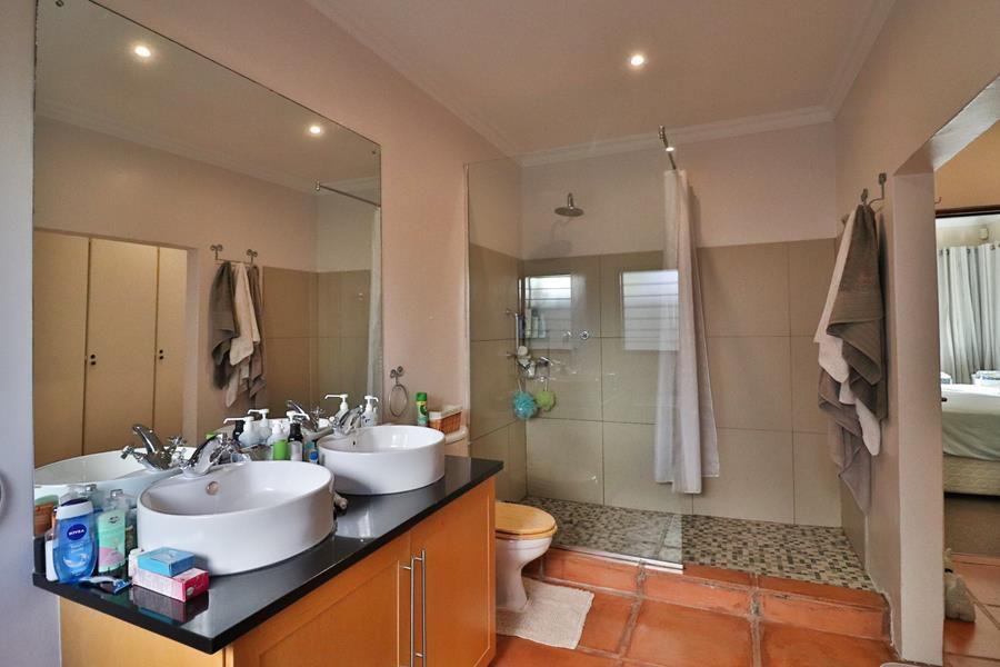 Loenhill en suite and walk in cupboards.jpg