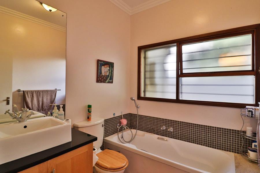 Lonehill 2nd bathroom.jpg