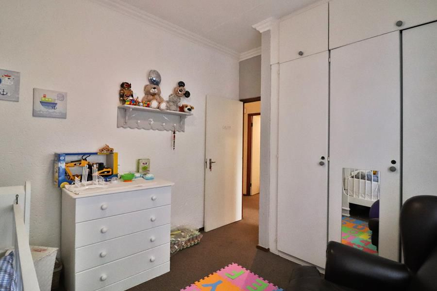 Lonehill 3rd bedroom cupboards.jpg