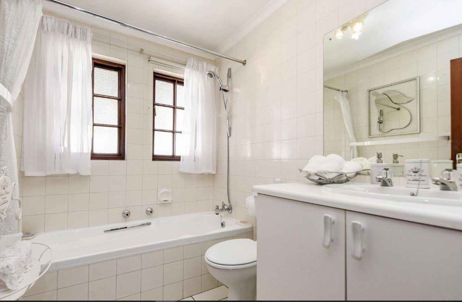 Bath 2_1600x1045.JPG