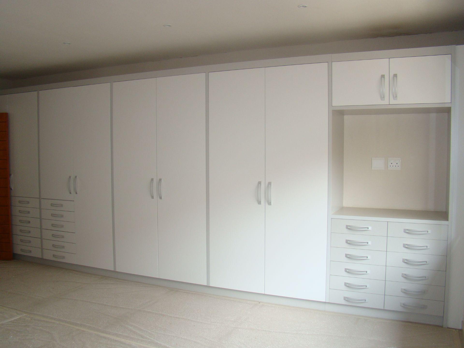 Craigavon mainbedroom cupboards.JPG