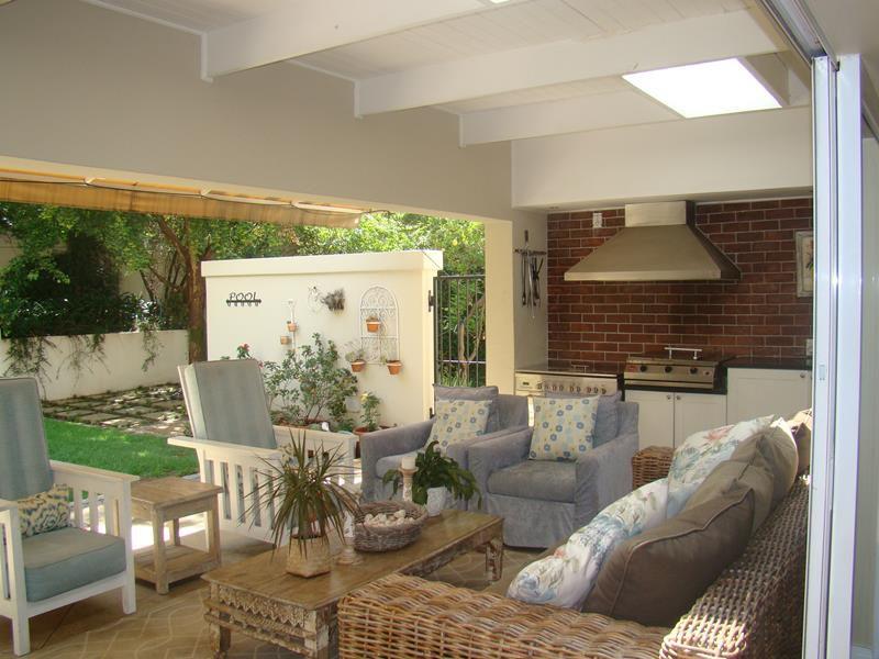 Fernbrook 1st patio (Copy).JPG