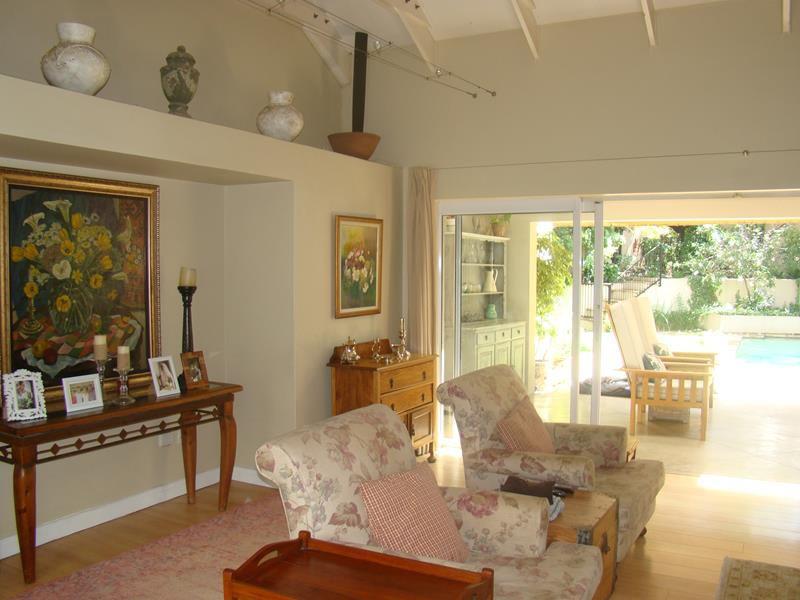 Fernbrook lounge area (Copy).JPG