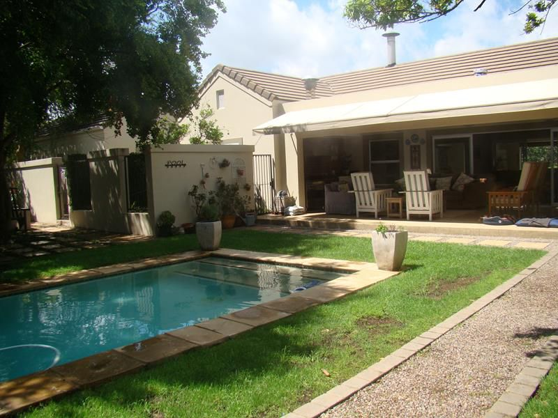 Fernbrook patio and pool.... (Copy).JPG