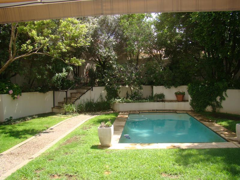 Fernbrook swimming pool (Copy).JPG