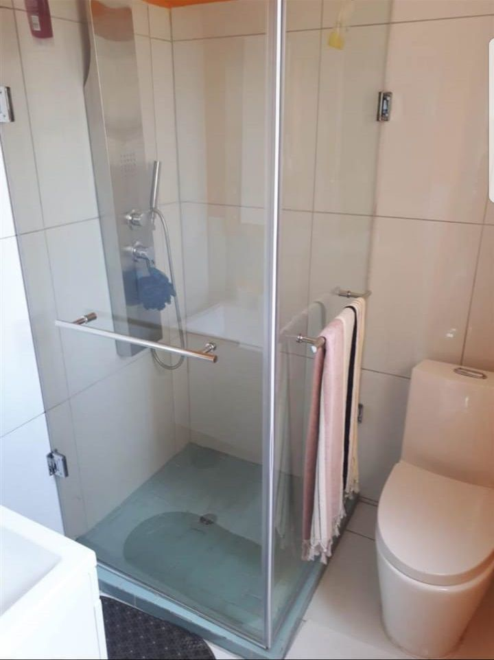Lonehill main bathroom.jpg