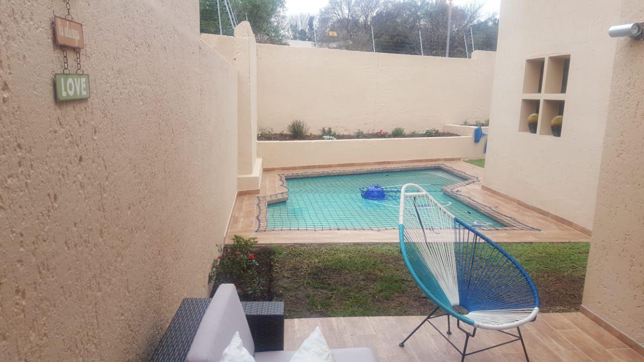 Lonehill swimming pool.jpg