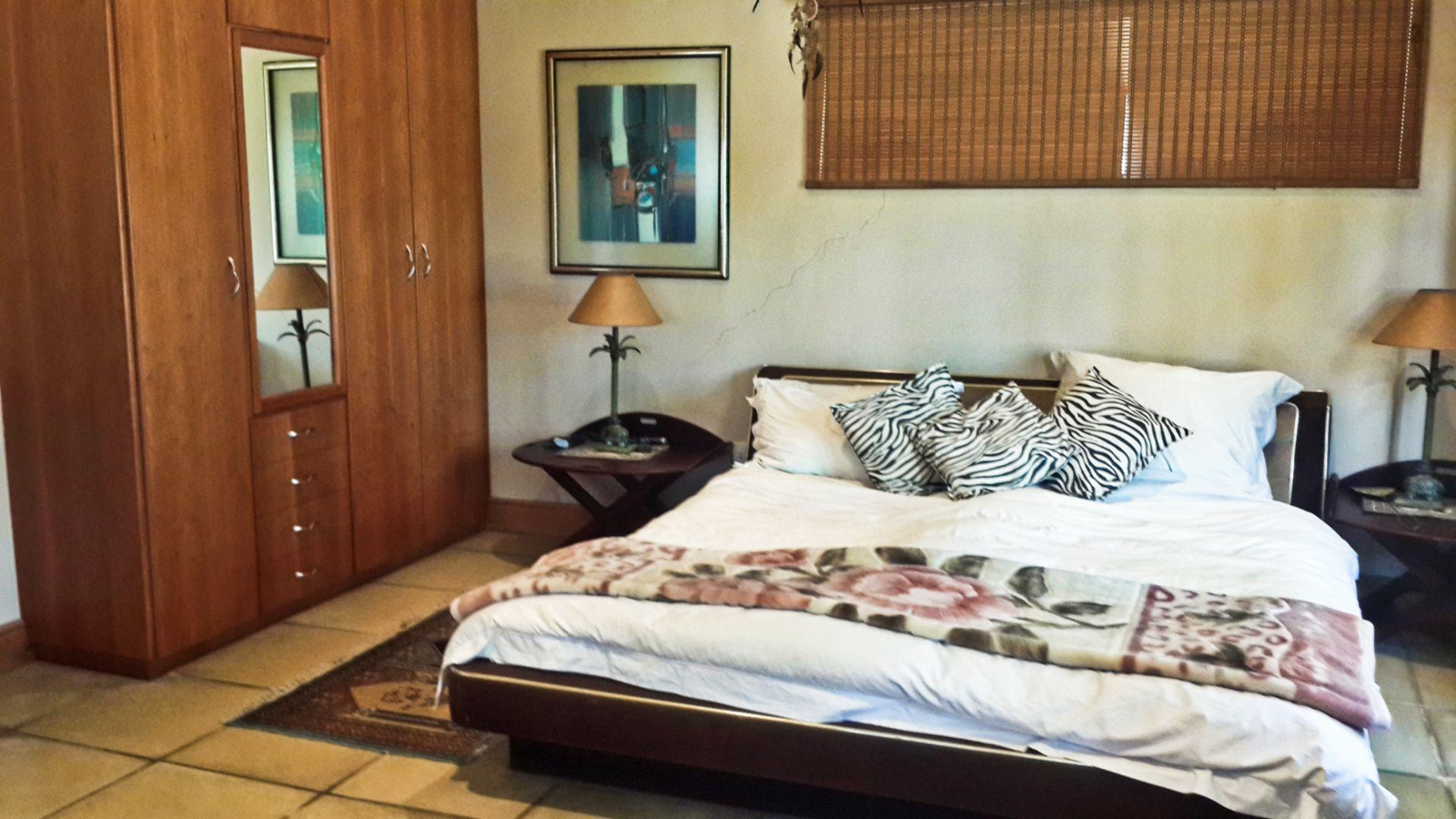 Bedroom Airb&b.jpg