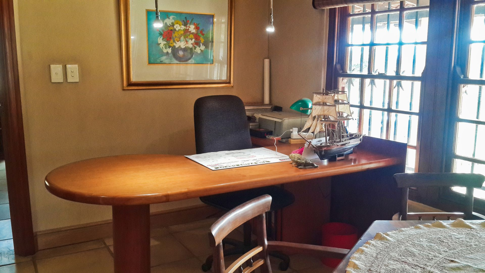 Desk Airb&b.jpg