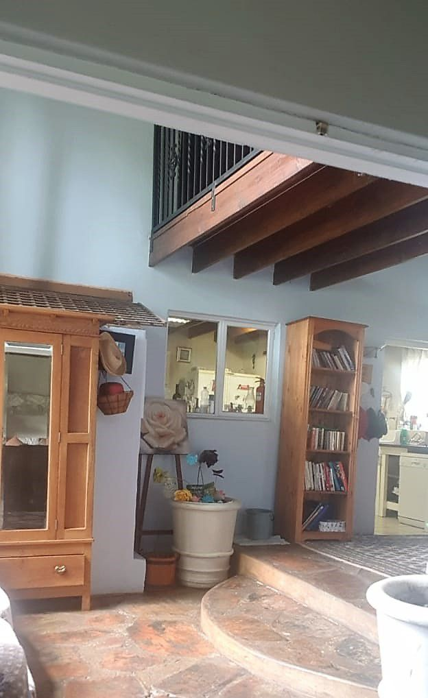 Trish-entrance hall from lounge.jpg