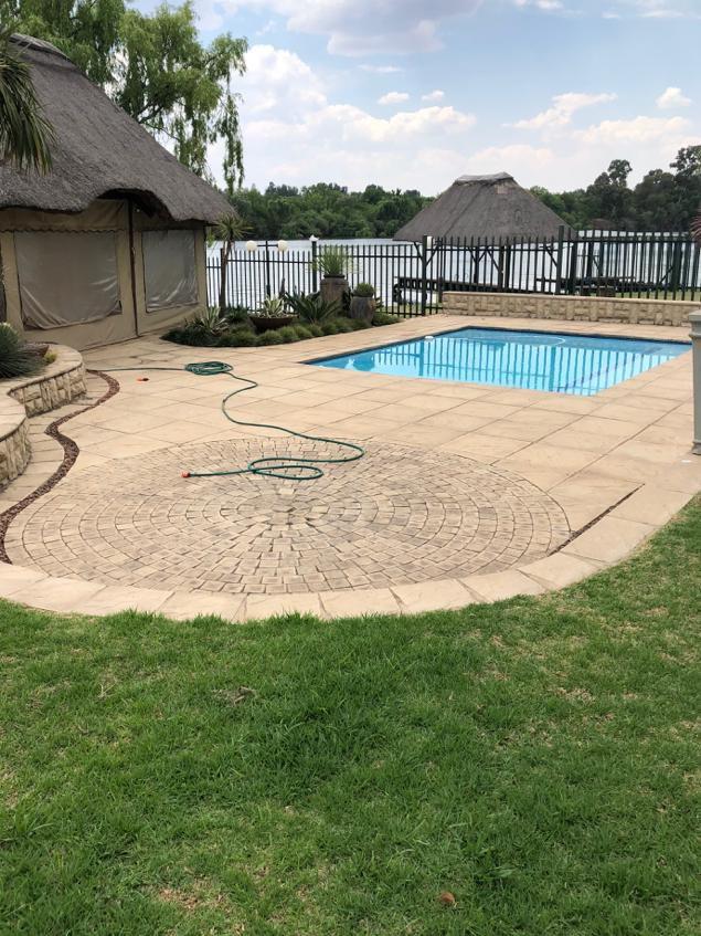 Swimming pool and Lapa area